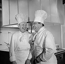 photographie noir et blanc de bourvil et fernandel dans le film la cuisine au beurre