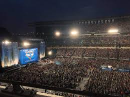 Kenny Chesney Concert Dallas Seating Chart Lincoln Financial Field Section C2 Row 1 Kenny Chesney