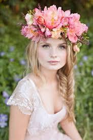Které Svatební účesy S Květy Teď Letí Loshairoscom