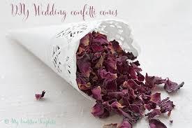 paper cones wedding. diy wedding paper confetti cones