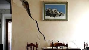 Ocorre que depois que tirei esta parede, com o passar dos dias, aparecerem duas fissuras na parede, ambas na mesma direção, nas paredes uma de frente para a outra, na vertical, do teto. Como Resolver Trincas Na Parede Fissura Trinca E Rachadura Construir Sozinho