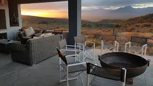 guest can sit around the braai and fire pit area and socialise under the very clear
