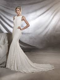 ornani lace wedding dress fitted to the hips