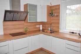 K Chenr Ckwand Aus Holz Statt Fliesenspiegel 20 Ideen Und Tipps Kuechenrueckwand Fliesen Holzoptik Arbeitsplatte