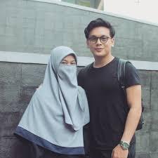 Foto masa kecil yang diunggah egy pun menarik perhatian netizen. Ta Aruf Ini 10 Potret Relationship Goals Ala Natta Reza Wardah