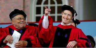 Цукерберг получил диплом брошенного лет назад Гарварда  Марк Цукерберг получил почетный диплом Гарварда