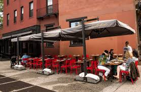 For new york outdoor cafes getting a license is no breeze