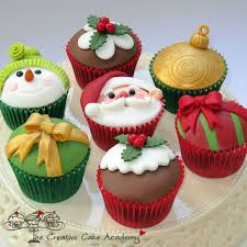 Christmas Cake Design Pinterest Wreath Cupcakes And Other Christmas Cupcake Decorating