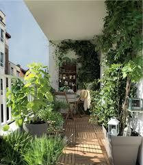 Un Petit Coin De Verdure Au Mileu De La Ville Jardin Terrasse S Deco Terrasse Idees Deco D Amenagement Avec Verdure