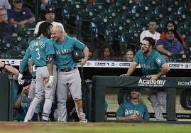 Mariners score four in ninth, avoid ...