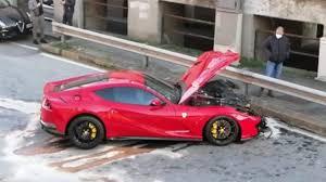 Ferrari 812 Superfast di Marchetti distrutta in un incidente mentre  l'addetto dell'autolavaggio gliela riportava: foto, Genoa,