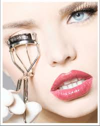 how to use eyelash curler. give it sometime: \u2013 do not hurry through your lash curling. after crimp down, you have to wait for some time the curling process settle down. how use eyelash curler