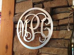 back to 5 marvelous monogram wall décor