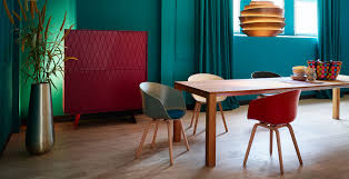 Colorblocking Kontrast Möbel Leuchten Accessoires