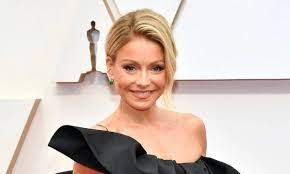 Kelly Ripa wows in a stunning look so ...