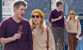 Sienna miller, 37, and her art gallery owner boyfriend lucas zwirner, 27, arrived at charles de gaulle airport for paris fashion week on monday afternoon. Sienna Miller 37 Cosies Up To Boyfriend Lucas Zwirner 28 As They Enjoy An Ice Cream On Stroll Daily Mail Online