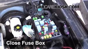 replace a fuse 2002 2009 gmc envoy 2006 gmc envoy slt 4 2l 6 cyl 6 replace cover secure the cover and test component
