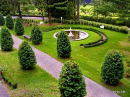 Small Picture Garden Design in the Round
