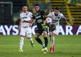 Scarpa decide em bola parada, e Palmeiras vence Defensa y Justicia em  primeira decisão