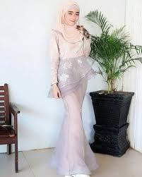 11 kebaya modern dan model pengantin terbaru 2019 lamaran hijab dengan nuansa warna lembut woke id inspirasi baju kondangan pakaian pesta gaun perempuan artis selebritis √ 60 brokat. Model Kebaya Muslim Duyung Hijabfest