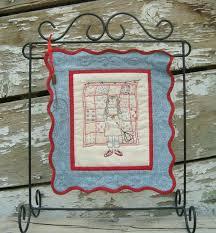 Wire Quilt Hangers - Dolgular.com & Embroidery Small Quilt {52 UFO Quilt Block Pick Up} Adamdwight.com