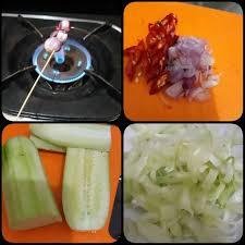 Beragam resep bisa kamu coba, seperti sayur bening, sup kacang merah, sayur asem dan banyak lainnya. Resep Bilungka Bakarik Timun Kerik Kuah Santan Remas Nu