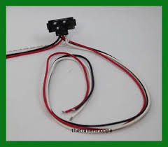 right angle 3 pin pigtail connector 24 034 long continuous image is loading right angle 3 pin pigtail connector 24