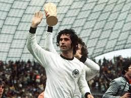 صحيفة أخبار اليوم- وفاة المهاجم الألماني غيرد مولر أحد أعظم لاعبي سبعينات  القرن الماضي