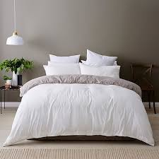 Affordable Bed Linen for the Guest Room - DIY Decorator & Bed Linen for the Guest Bedroom Adamdwight.com