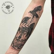 волк с вороном сделано в Inkfactory