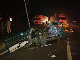 Nazilli'de feci kaza! Otomobil ikiye bölündü