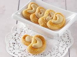 Resep jajanan pasar ini adalah resep dari jajanan yang ada di pasar tradisional. Kue Kering Lebaran Kacang Resep Kuker Kacang Mede Yang Gurih Ini Wajib Dicoba Sajian Sedap Line Today