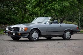 Black and grey mercedes sl that has that classic design. 1987 Mercedes Benz 560sl