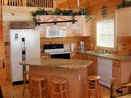 Eleganten innovative kleine Küche Insel designs mit Holz Stühle