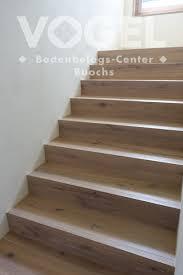 Geschlossene wangentreppe stufen in eiche massiv geölt. Eiche Weiss Geolt Strukturiert Parkett Boden Treppe Podest Haus Bodenbelag Treppe Parkett