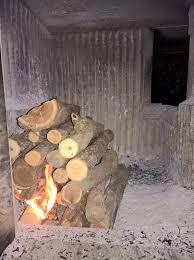 Holz Metall Und Smart Home Befeuern Eines Kachelofens