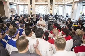 celebrity chef gordon ramsay interacts with staff at his new strip restaurant s kitchen on sunday
