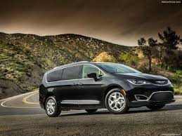 2018 chrysler hybrid pacifica. perfect hybrid 2018 chrysler pacifica front right side 560x420 intended chrysler hybrid pacifica r