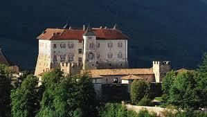 Risultati immagini per castello di thun interni