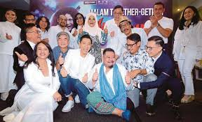 showbiz andy lau shows support for mamat s film