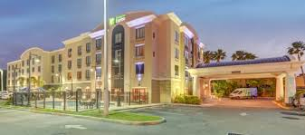 picture of holiday inn express suites