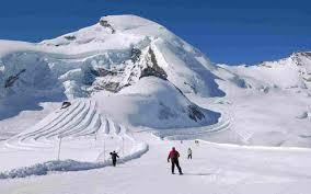 Covid, Svizzera: le piste da sci aperte nonostante i quasi 5000 casi