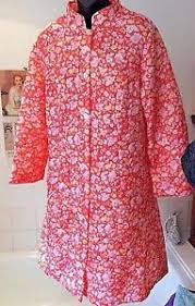 Vintage 1960's Debenhams 100% Nylon quilted dressing gown ~ 16-18 ... & Image is loading Vintage-1960-039-s-Debenhams-100-Nylon-quilted- Adamdwight.com