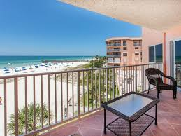 2 BR, 2BA BEACHFRONT Luxury w 2 balconies! Covered Parking and Free WIFI