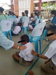 เหมาะสมหรือไม่? ชาวเน็ตเรียกร้อง 'ยกเลิก' กิจกรรมไหว้แม่ที่โรงเรียน ในวันแม่แห่งชาติ  - Bright Today