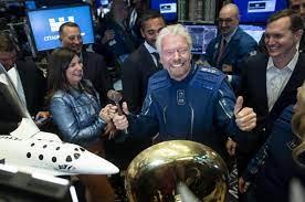 Wettlauf der Milliardäre - Richard Branson will noch vor Jeff Bezos ins All  fliegen - 20 Minuten