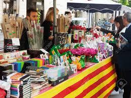 BARCELONA, SPANIEN - 23. April 2014: Sant Jordi Fest In Katalonien,  Spanien. Bücher Und Roten Rosen In Sant Jordi Ist Traditionell Bei  Festivals Lizenzfreie Fotos, Bilder Und Stock Fotografie. Image 29742072.