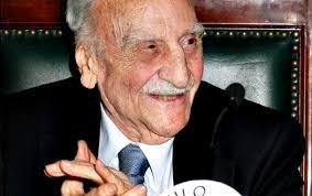 Conocí a don Francisco Ayala en la isla de La Palma, allá por el año 1993. Recuerdo que permanecía solitario, sentado en un banco de esa plaza que hay ... - francisco-ayala