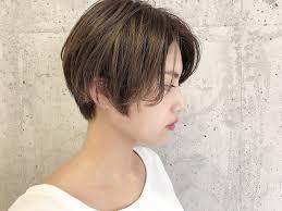 ショートヘアの巻き方アイロンコテを使ったゆるふわ巻き髪のつくり