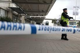 السويد - الشرطة تعتقل شابا حاول وضع متفجرات داخل طائرة ركاب